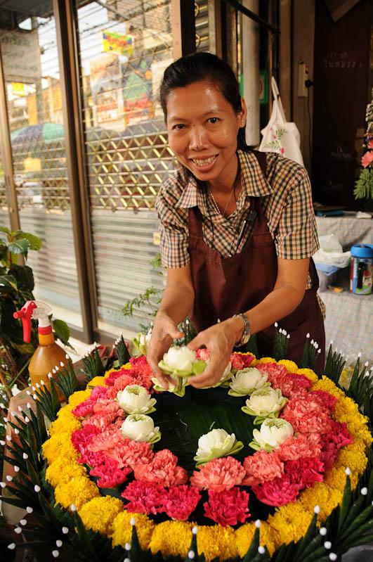Bangkok, Thailand, Hauptstand, Reise, Menschen, Einwohnerin, Blumen, Reisebericht, Blog, wo-der-pfeffer-waechst.de