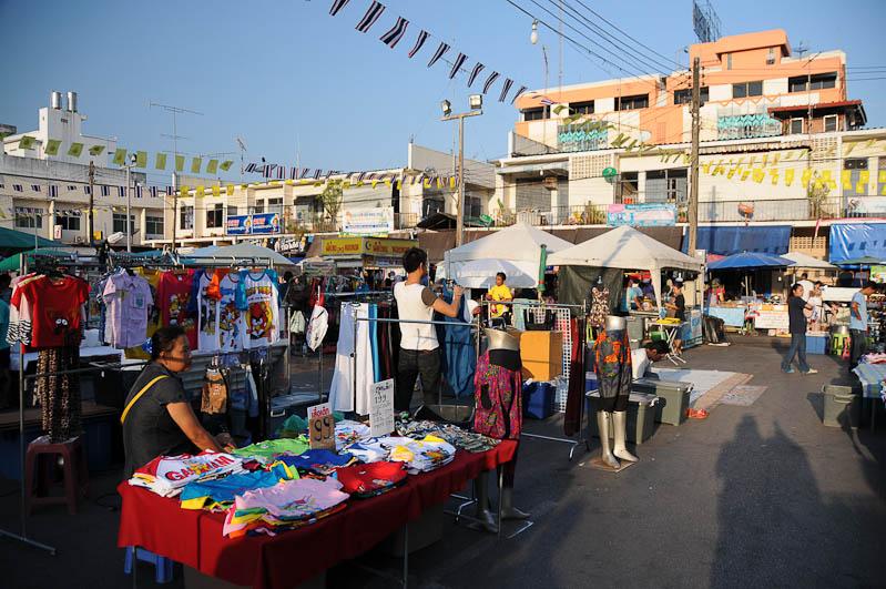 Elternzeit, Reisen mit Babys und Kleinkindern, Thailand, Südostasien, Krabi, Nachtmarkt, www.wo-der-pfeffer-waechst.de