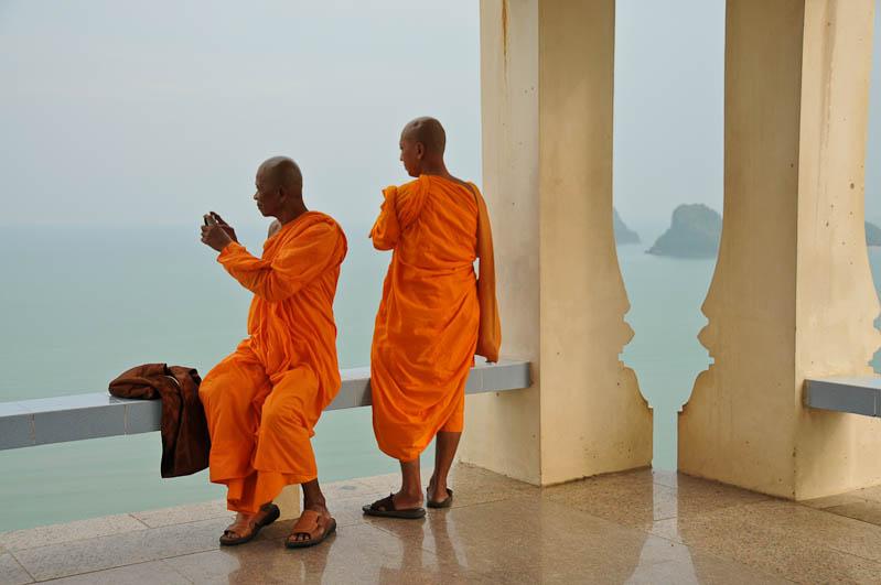 Elternzeit, Reisen mit Babys und Kleinkindern, Thailand, Südostasien, Prachuap Khiri Khan, Mönche, www.wo-der-pfeffer-waechst.de