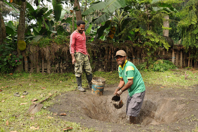 Indonesien, West-Papua, Baliem-Tal, valley, Wamena, Dani, tribe, Stammesdorf, Dorffest, Ostern, Erdloch, Kochen, earth cooking, Reisebericht, www.wo-der-pfeffer-waechst.de