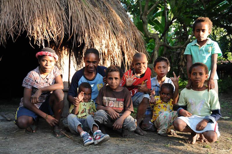 Indonesien, West-Papua, Baliem-Tal, valley, Wamena, Dani, tribe, Stammesdorf, Dorffest, Ostern, Kinder, Gruppenbild, Reisebericht, www.wo-der-pfeffer-waechst.de