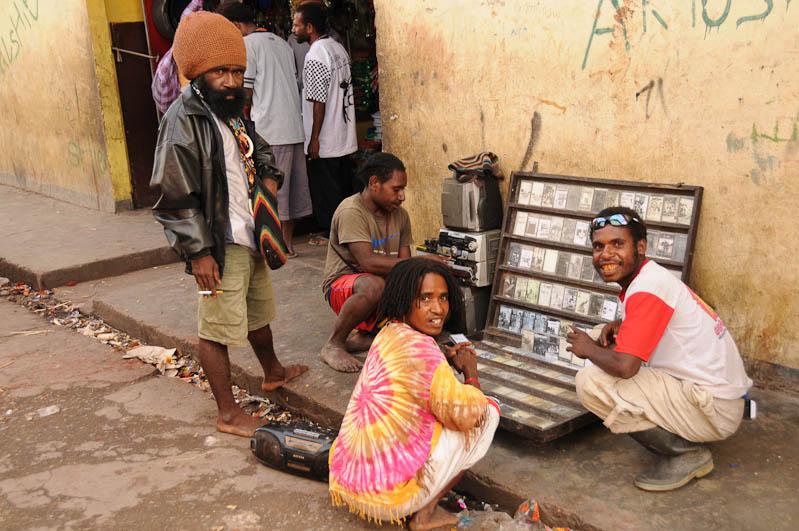 Indonesien, West-Papua, Baliem-Tal, valley, Wamena, Markt, Musikkassetten, Reisebericht, www.wo-der-pfeffer-waechst.de