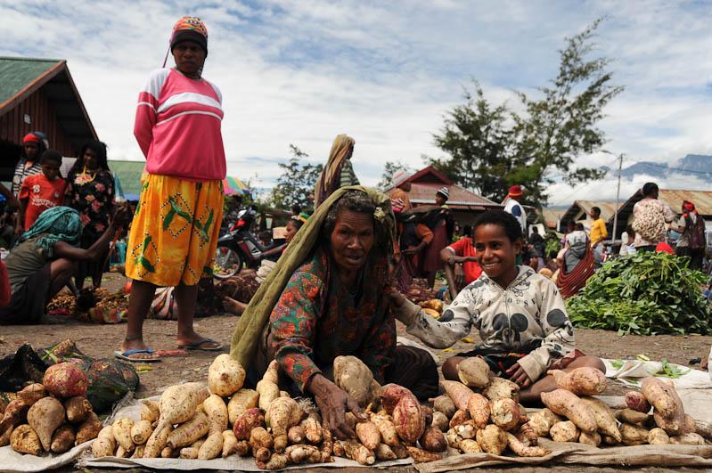 Indonesien, West-Papua, Baliem-Tal, valley, Wamena, Markt, market, Süßkartoffeln, Reisebericht, www.wo-der-pfeffer-waechst.de