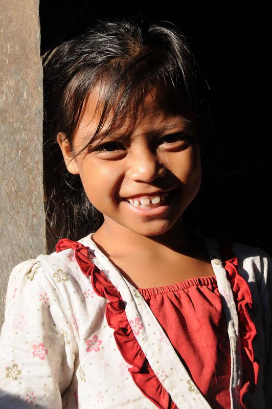 Sumba, Insel, Indonesien, traditionelle Dörfer, Dorf, traditional, village, Mädchen, Marapu, Religion, Reisebericht, www.wo-der-pfeffer-waechst.de