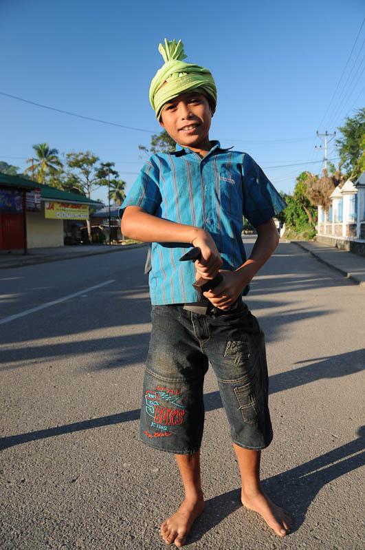 Indonesien, Sumba, Indonesia, Insel, Waikabubak, Junge, Ikat, Messer, Reisebericht, www.wo-der-pfeffer-waechst.de