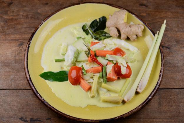 Sayur Godog Betawi, Indonesisches Gemüsecurry mit Kokosmilch, Indonesien, Kochen, Rezepte, vegetarisches, vegane, Gerichte, Speisen, Essen, Zutaten, Küche, www.wo-der-pfeffer-waechst.de