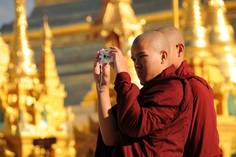 Yangon, Rangoon, Rangun, Shwedagon-Pagode, Pagoda, buddhistische Mönche, monks, Myanmar, Burma, Birma, Reisebericht, www.wo-der-pfeffer-waechst.de