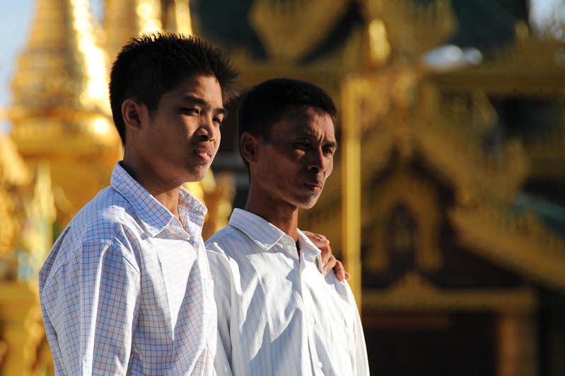 Yangon, Rangoon, Rangun, Shwedagon-Pagode, Pagoda, buddhistischer Tempel, beten, Myanmar, Burma, Birma, Reisebericht, www.wo-der-pfeffer-waechst.de