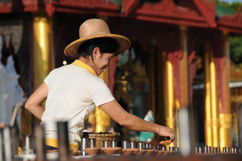 Yangon, Rangoon, Rangun, Shwedagon-Pagode, Pagoda, buddhistischer Tempel, Kerzen, Myanmar, Burma, Birma, Reisebericht, www.wo-der-pfeffer-waechst.de