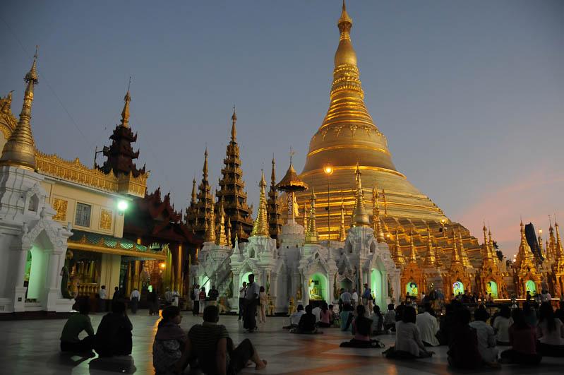 Yangon, Rangoon, Rangun, Shwedagon-Pagode, Pagoda, paya, Myanmar, Burma, Birma, Sonnenuntergang, sunset, Reisebericht, www.wo-der-pfeffer-waechst.de