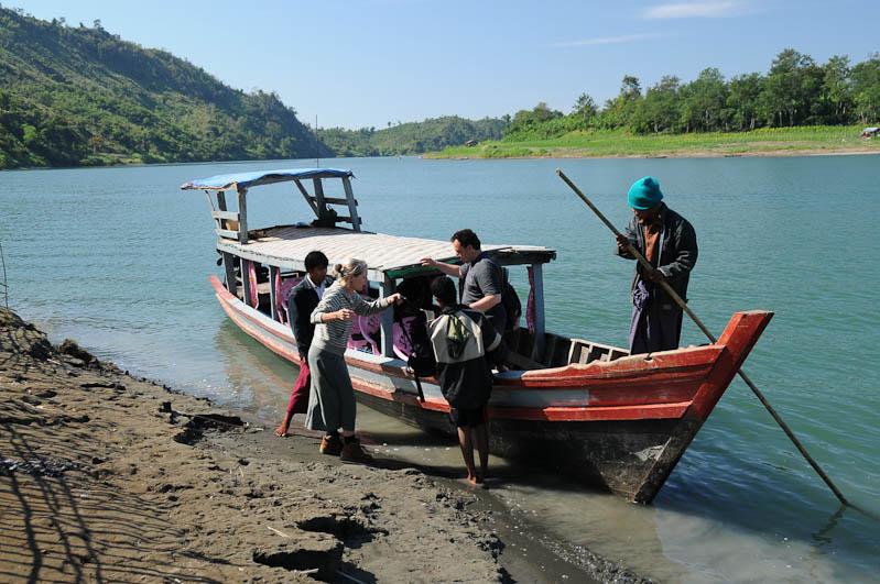 Boot, boat, Chin tribe, Chin-Dörfer, Volk, Mrauk U, Rakhine-Staat, State, Division, Tour, Lemyo river, Fluss, Myanmar, Burma, Birma, Reisebericht, www.wo-der-pfeffer-waechst.de