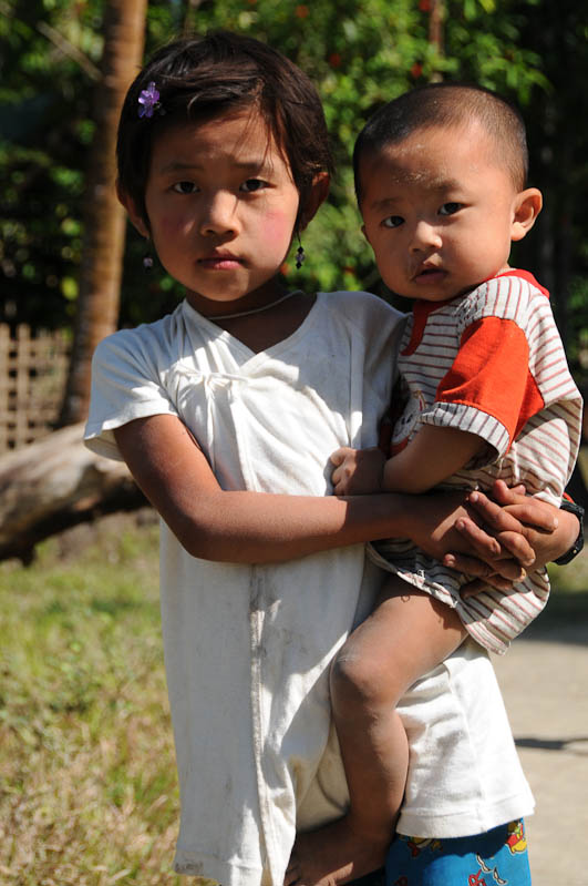 Kinder, Chin tribe, Chin-Dörfer, Volk, Mrauk U, Rakhine-Staat, State, Division, Tour, Lemyo river, Fluss, Myanmar, Burma, Birma, Reisebericht, www.wo-der-pfeffer-waechst.de