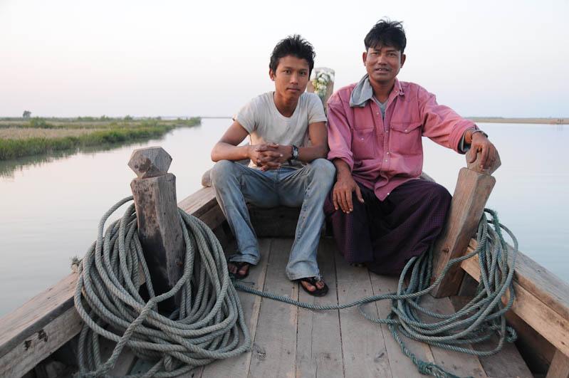 Sittwe, Akyab, Rakhine-Staat, State, Division, Boot, boat, von, nach, to, Mrauk U, Myanmar, Burma, Birma, breiter Kaladan-Fluss, River, Crewmitglieder, Reisebericht, www.wo-der-pfeffer-waechst.de