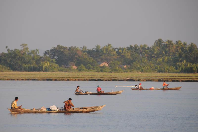Sittwe, Akyab, Rakhine-Staat, State, Division, Boot, boat, von, nach, to, Mrauk U, Myanmar, Burma, Birma, breiter Kaladan-Fluss, River, Fischer, Reisebericht, www.wo-der-pfeffer-waechst.de