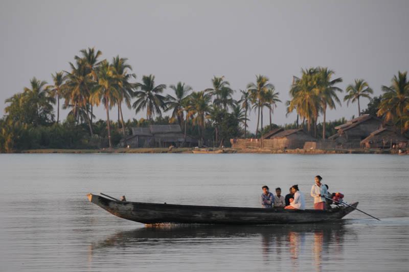 Sittwe, Akyab, Rakhine-Staat, State, Division, Boot, boat, von, nach, to, Mrauk U, Myanmar, Burma, Birma, breiter Kaladan-Fluss, River, Flussarme, Reisebericht, www.wo-der-pfeffer-waechst.de