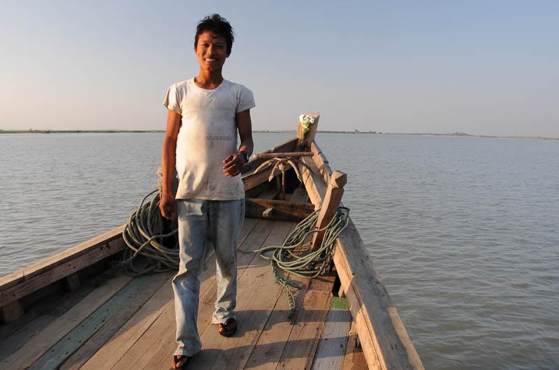 Sittwe, Akyab, Rakhine-Staat, State, Division, Crewmitglied, Boot, boat, von, nach, to, Mrauk U, Myanmar, Burma, Birma, breiter Kaladan-Fluss, River, Reisebericht, www.wo-der-pfeffer-waechst.de