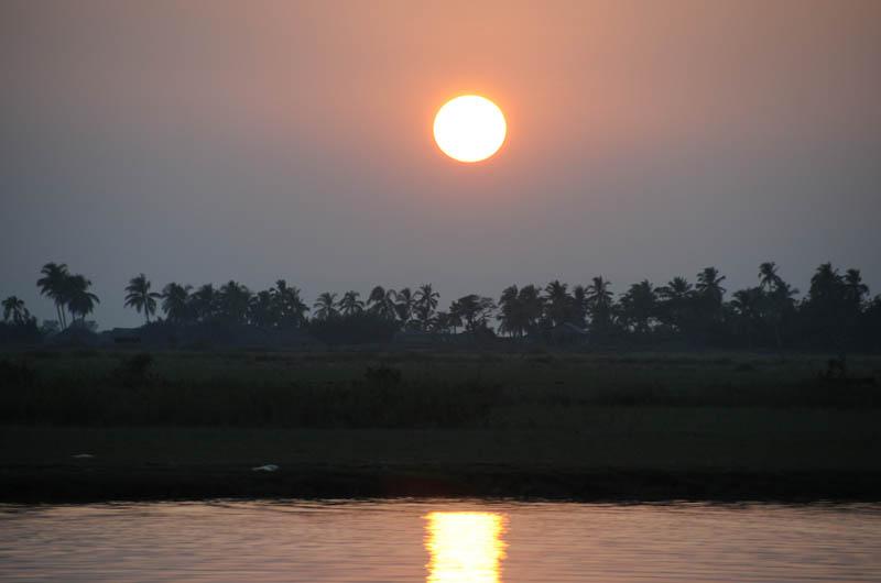 Sittwe, Akyab, Rakhine-Staat, State, Division, Boot, boat, von, nach, to, Mrauk U, Myanmar, Burma, Birma, breiter Kaladan-Fluss, River, Sonnenuntrergang, sunset, Reisebericht, www.wo-der-pfeffer-waechst.de