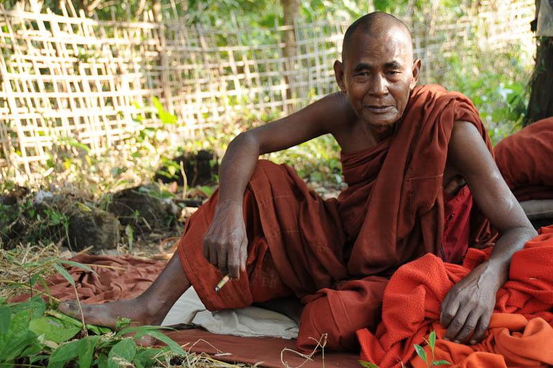 Vesali, buddhistischer Mönch, monk, Mrauk U, Tempel, Pagode, pagoda, paya, Rakhine-Staat, State, Division, Myanmar, Burma, Birma, Reisebericht, www.wo-der-pfeffer-waechst.de