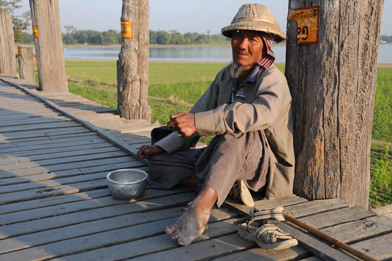 Amarapura, U Bein-Teakholzbrücke, bridge, Bettler, Mandalay, Myanmar, Burma, Birma, Reisebericht, www.wo-der-pfeffer-waechst.de