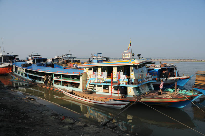 Mandalay, to, nach, Mingun, Fähren, Hafen, Anleger, ferry, Boote, boats, Irrawaddy-Fluss, river, Myanmar, Burma, Birma, Reisebericht, www.wo-der-pfeffer-waechst.de