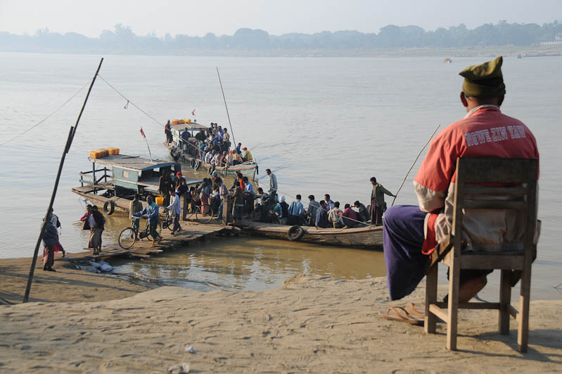 Monywa, Chindwin, Fluss, river, Fähre, ferry, Boot, boat, Höhlen von Pho Win Daung, caves, Myanmar, Burma, Birma, Reisebericht, www.wo-der-pfeffer-waechst.de