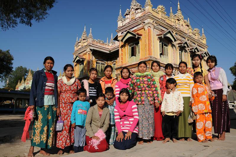 Monywa, Thanboddhay-Pagode, Pagoda, Tempel, Besucherinnen, Myanmar, Burma, Birma, Reisebericht, www.wo-der-pfeffer-waechst.de