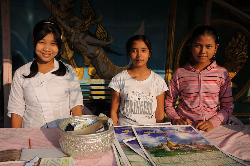 Mawlamyine, Moulmein, Kyaik Thanlan-Pagode, Pagoda, Tempel, Begrüßungskomitee, Myanmar, Burma, Birma, Reisebericht, www.wo-der-pfeffer-waechst.de
