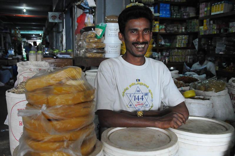 Mawlamyine, Moulmein, Zeigyo-Markt, Verkäufer, Myanmar, Burma, Birma, Reisebericht, www.wo-der-pfeffer-waechst.de