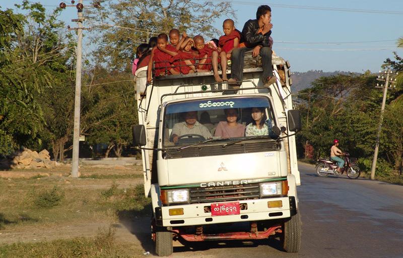 Transport, Myanmar, Burma, Birma, Bago, Mawlamyine, Mönche, Reiseberichte, www.wo-der-pfeffer-waechst.de