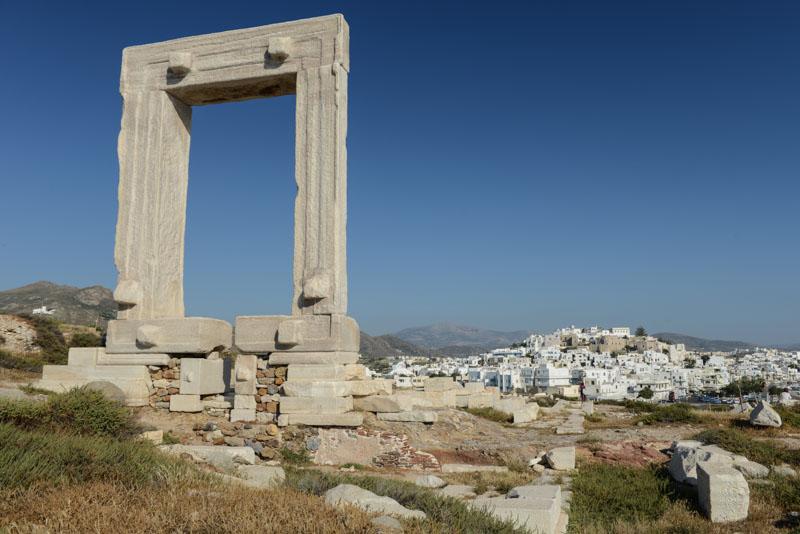 Naxos, Chora, Naxos-Stadt, Portara, Tempeltor, Wahrzeichen, Kykladen, Griechenland, Inselhüpfen, Island-Hopping, griechische, Inseln, Mittelmeer, Bilder, Fotos, Reiseberichte, www.wo-der-pfeffer-waechst.de