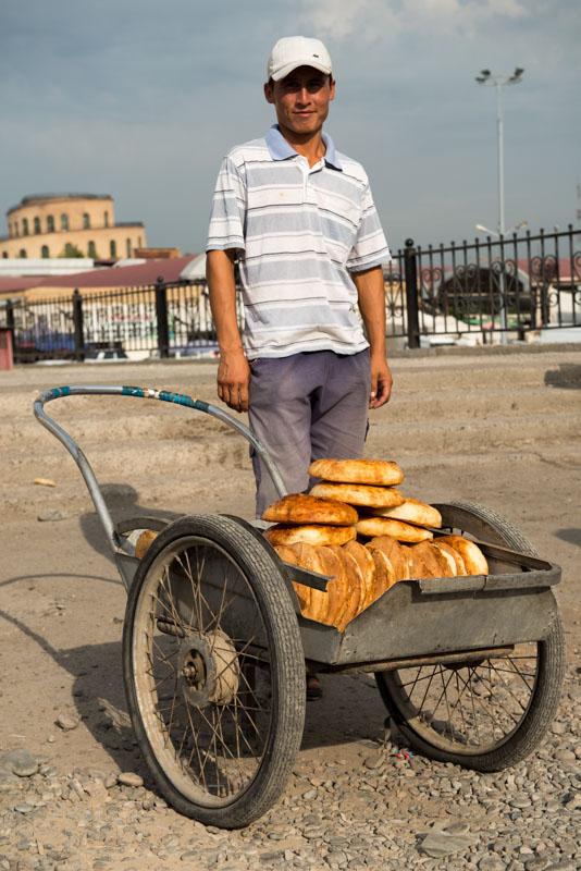 Usbekistan, Uzbekistan, Taschkent, Tashkent, Chorsu-Bazaar, Basar, Tschorsu, Markt, Non, Brot, Backen, Bäckerei, Seidenstraße, Reiseberichte, www.wo-der-pfeffer-waechst.de