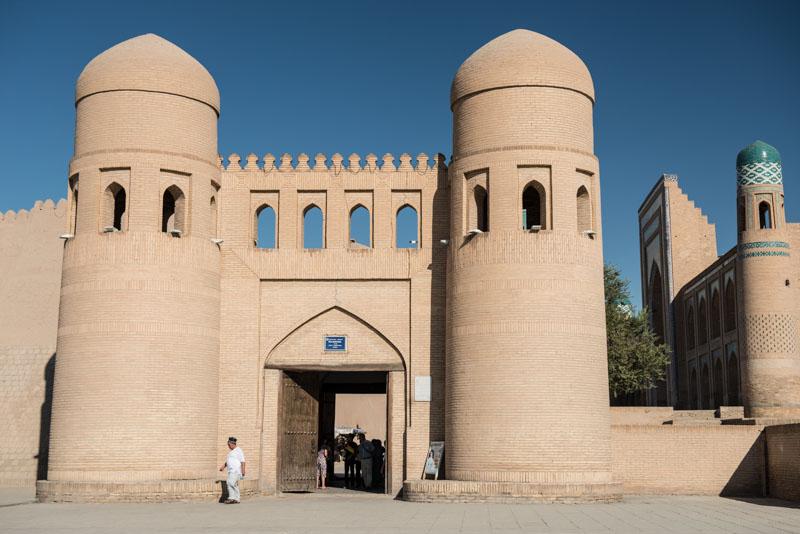 Chiwa, Khiva, Chiva, Xiva, Usbekistan, Uzbekistan, Stadtmauer, Westtor, Kunya Ark, Festung, Seidenstraße, Reiseberichte, www.wo-der-pfeffer-waechst.de