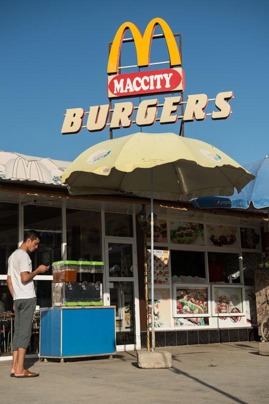 Fast food, Maccity Burgers, Restaurants, Buchara, Bukhara, Buxoro, Reisen, entlang der, Seidenstraße, Usbekistan, Zentralasien, Reiseberichte, www.wo-der-pfeffer-waechst.de