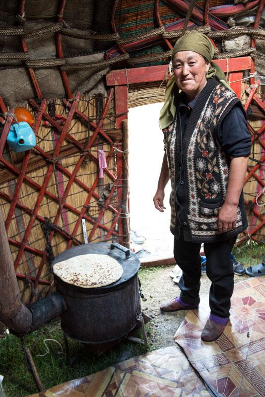 Kochkor, Köl-Ükök, See, Lake, Trekking, Kirgisistan, Kirgistan, Kirgisien, Jurten, kirgisische Nomaden, Brot backen, Nan, Ofen Seidenstraße, Zentralasien, Reiseberichte, www.wo-der-pfeffer-waechst.de