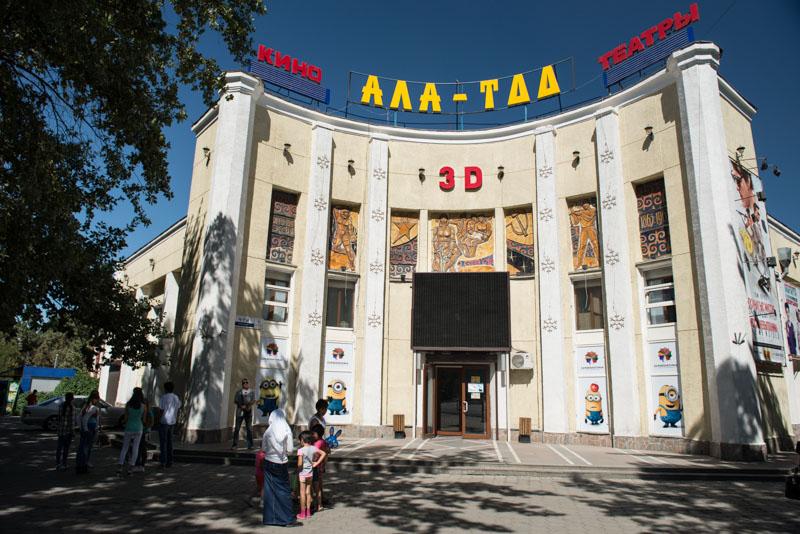 Bischkek, Bishkek, Frunse, kirgisische, Hauptstadt, Kirgisistan, Kirgistan, Kirgisien, Ala-Too, Platz, square, Zentrum, 3D-Kino, Seidenstraße, Zentralasien, Reiseberichte, www.wo-der-pfeffer-waechst.de