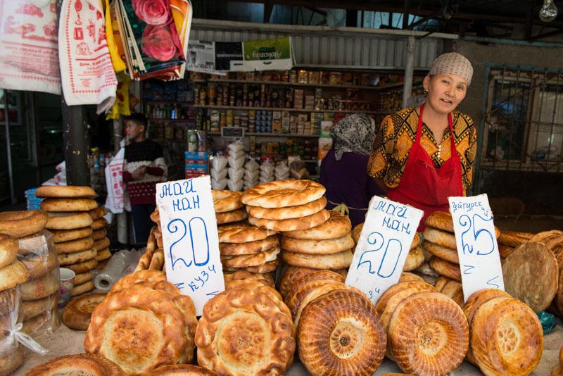 Bischkek, Bishkek, Frunse, Osch-Basar, Markt, Osh Bazaar, Hauptstadt, Kirgisistan, Kirgistan, Kirgisien, kirgisisches Brot, Seidenstraße, Zentralasien, Reiseberichte, www.wo-der-pfeffer-waechst.de