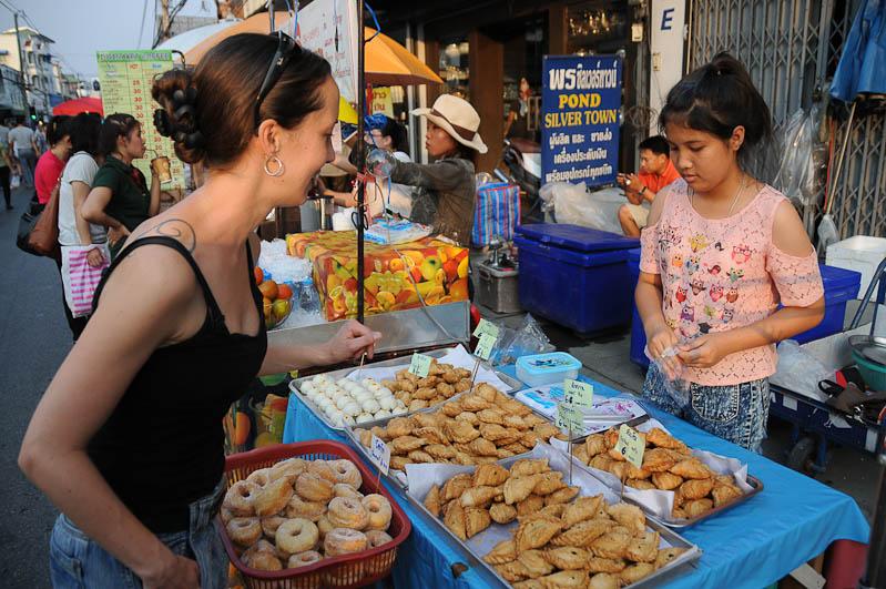 Chiang Mai, Nordthailand, Märkte, Saturday Walking Street, Reisetipps, Reisen mit Kindern, Babys, Kleinkindern, Elternzeit, Asien, Reiseberichte, Reiseblogger, www.wo-der-pfeffer-waechst.de