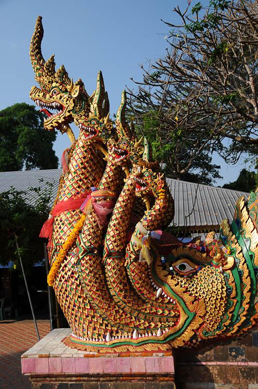 Chiang Mai, Nordthailand, Wat Doi Suthep, buddhistischer Tempel, Naga-Schlange, Reisetipps, Reisen mit Kindern, Babys, Kleinkindern, Elternzeit, Asien, Reiseberichte, Reiseblogger, www.wo-der-pfeffer-waechst.de