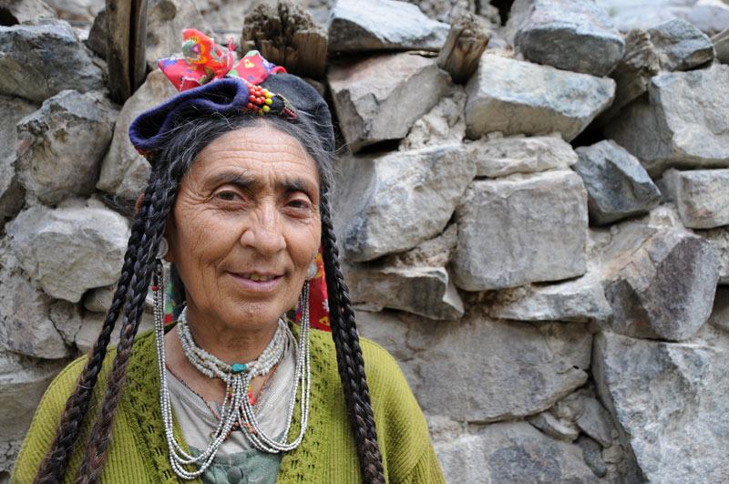 Indoarische Dörfer, Dha-Hanu, Ladakh, ethnische Minderheit, traditionelle Frau, Indien, indischer Himalaya, Himalaja-Gebirge, Indus-Tal, Reisetipps, Rundreisen, Tour, Asien, Reiseberichte, Reiseblogger, www.wo-der-pfeffer-waechst.de