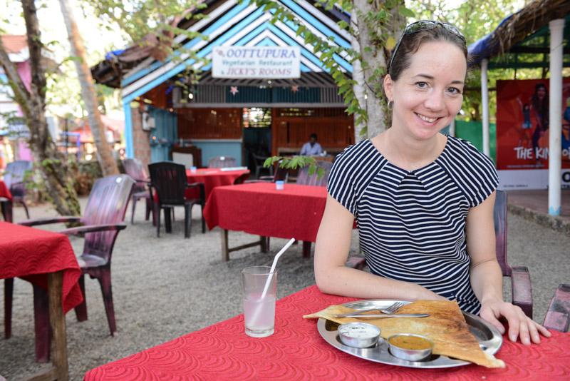 Varkala Beach, Ottupura Vegetarian Restaurant, Dosa, local breakfast, Frühstück, Indien, Südindien, Kerala, Strände, Cliff, Reisetipps, Reisen mit Kindern, Rundreisen, Asien, Reiseberichte, Reiseblogger, www.wo-der-pfeffer-waechst.de