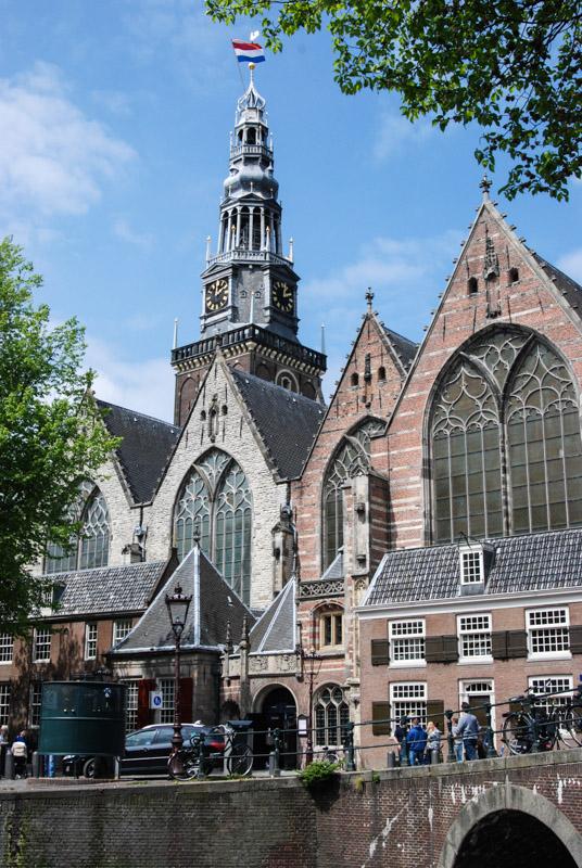 Oude Kerk, Kirche, Bauwerk, Reise nach Amsterdam, Städtetrip, Urlaub, Niederlande, Holland, Rotlichtviertel, Rotlichtbezirk, Reiseberichte, Blog, www.wo-der-pfeffer-waechst.de
