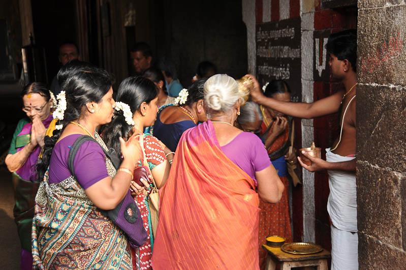 Tamil Nadu, Tempeltour, Südindien, Tiruchirappalli, Trichy, Srirangam, Sri-Ranganathaswamy-Tempel, Gläubige, Hindu-Priester, Reisetipps, Rundreisen, Asien, Reiseberichte, Reiseblogger, www.wo-der-pfeffer-waechst.de
