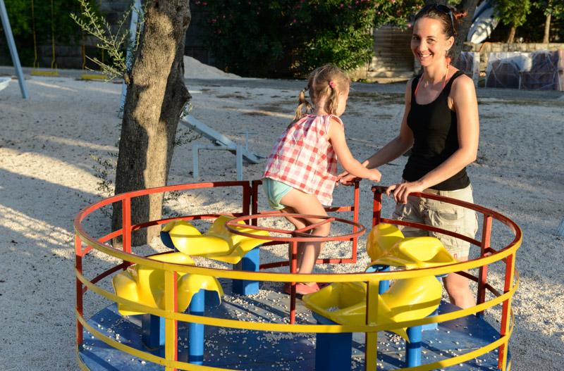 Spielplatz, Sveti Stefan Beach, Montenegro, Reisetipps, Rundreisen, Europa, Reiseberichte, Reisen mit Kindern, Reiseblogger, www.wo-der-pfeffer-waechst.de