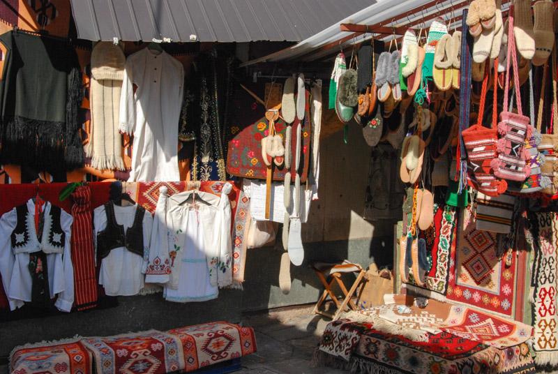 Kalenic-Markt, Belgrad, market, traditionelle Kleidung, Serbien, Hauptstadt, Städtetrip, Urlaub, Balkan, Südosteuropa, Reiseberichte, Blog, www.wo-der-pfeffer-waechst.de