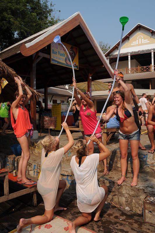 Tubing in Vang Vieng, Laos, Party, Nordlaos, Alkohol, Trinkspiele, Reisetipps, Rundreisen, Asien, Reiseberichte, Reiseblogger, www.wo-der-pfeffer-waechst.de