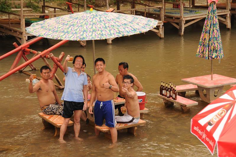 Vang Vieng, Flussbar, Nam Song, Tubing in Vang Vieng, Laos, Nordlaos, Alkohol, Reisetipps, Rundreisen, Asien, Reiseberichte, Reiseblogger, www.wo-der-pfeffer-waechst.de