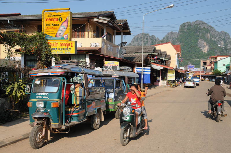 Vang Vieng, Laos, Nordlaos, Karstfelsen, Landschaft, Straßen, street, Reisetipps, Rundreisen, Asien, Reiseberichte, Reiseblogger, www.wo-der-pfeffer-waechst.de