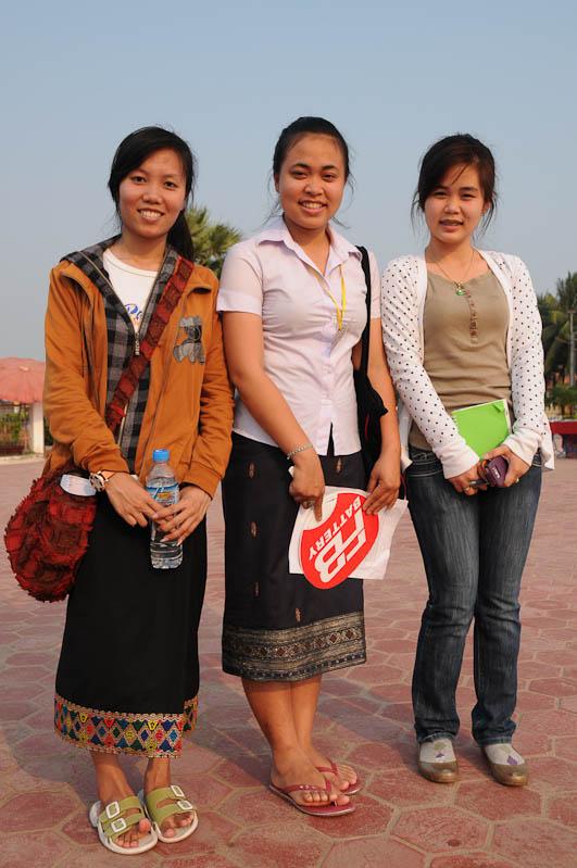 Vientiane, Laos, Hauptstadt, Wat, That Luang, Besucherinnen, Laotinnen, laotische Frauen, Reisetipps, Rundreisen, Asien, Reiseberichte, Reiseblogger, www.wo-der-pfeffer-waechst.de