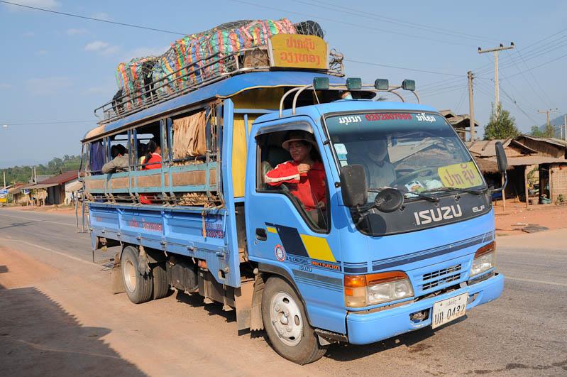 Laos, Zentrallaos, The Loop, Songtheos, Songthaews, Pick-ups, Busstation, Thakhek, Reiseberichte, laotische Provinz Khammouan, Khammuan, Reisetipps, Rundreisen, Südostasien, Reiseblogger, www.wo-der-pfeffer-waechst.de