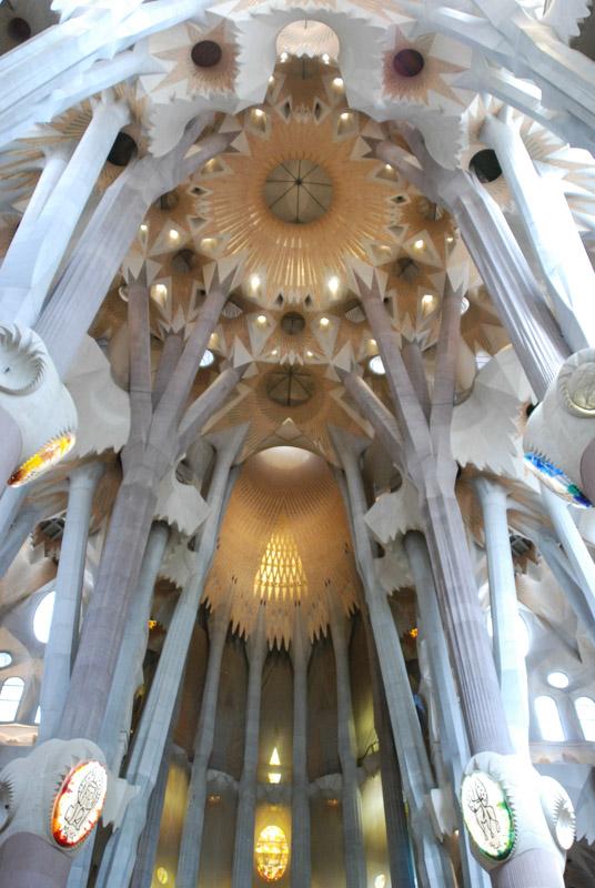 Barcelona, Sagrada Familia, Kirche, Kathedrale, Deckenkonstruktion, Antoni Gaudi, Reise nach Barcelona, Städtetrip, Städtereise, Wochenende, Reisetipps, Urlaub, Spanien, Katalonien, Hauptstadt, Reiseberichte, Blog, www.wo-der-pfeffer-waechst.de